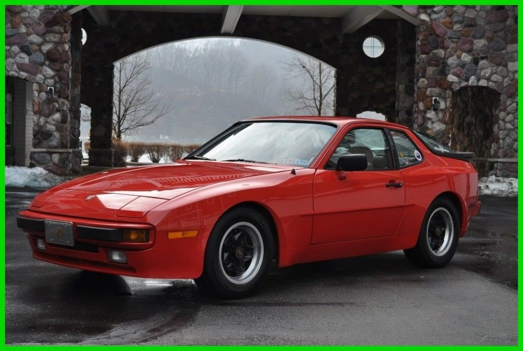 1984 Porsche 944 Base Coupe 2 Door